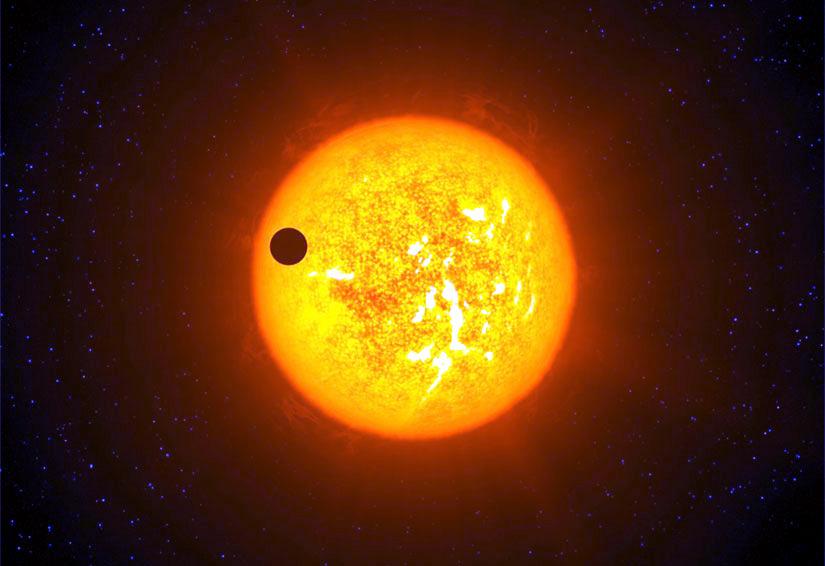 Чужая планета на фоне чужого солнца
