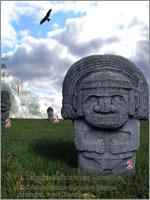 Голова человека возле пирамиды у индейцев Майя