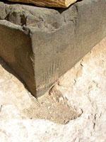 Следы инструментов на многотысячелетних блоках