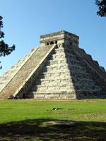 Мексика: удивительно украшенная ступенчатая пирамида в Чичен-Ице
