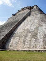 Мексика: необычная эллиптическая пирамида в Ушмале