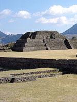 Мексика: пирамидальные платформы в Теотенанго