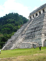 Мексика: удивительно украшенная ступенчатая пирамида в Паленке
