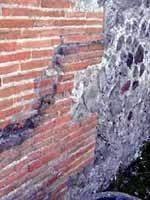 Помпейский кирпич. Стена со следами ремонта. Помпеи