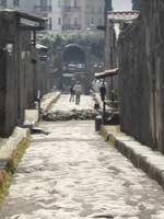 Водовод инженера Фонтана, пересекающий Via di Nocera. Помпеи