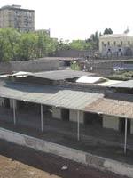Маршрут водовода на его конечном участке. На заднем плане Фабрика Графа Сарно