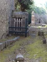 Колодец водовода с боковой дверью в точке К.1
