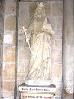 Памятник Анне Ярославовне. Её муж – французский король – подписывался крестиком...
