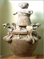 Этрусская керамическая урна с останками умершего, найденная вблизи Кьюзи