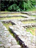 Фундаменты домов в этрусском городе Марцаботто