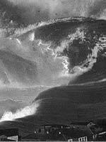 Onda enorme de tsunami.  Ilustração do filme