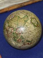 Глобус земной и небесной сфер Н. Хилла 1754 года из папье-маше
