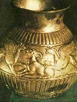 Грифы, нападающие на горного козла. Сосуд из скифского кургана в Крыму. IV в. до н.э.