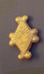 Свастика на Похоронных принадлежностях, Микены, 1700-1600 до н.э. (трискелион)