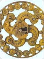 Фибула (застёжка для одежды) в виде свастики, Дания 5 в.