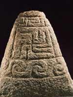 Свастика на кельтском памятнике, the Kermaria Stone, 4 в. до н.э.