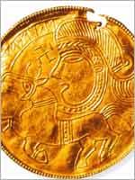 Свастика на золотом брактеате (монета), 5 в.