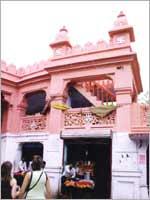Свастика на индуистском храме Шивы