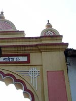 Свастика на храмовых вратах