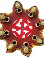 Свастика на традиционном подарке на праздник Двали