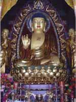 Свастика на статуе Будды