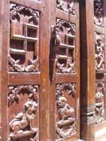 Свастика на крыше храма