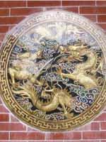Свастика на стене храма