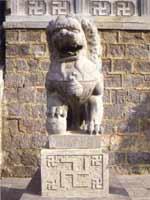 Свастика на скульптуре у вход в монастырь