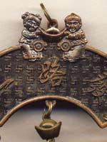 Свастика на сувенирных колокольчиках
