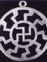 Свастика на тибетском амулете, похожем на славянский коловрат