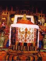 Свастика на троне ламы, дворец Потала