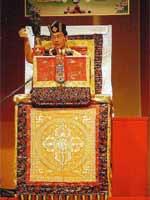 Свастика на троне ламы