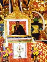 Свастика на троне Далай-ламы