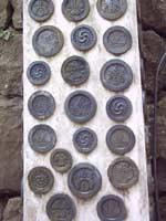 Моны с трёхлучевой свастикой на замке Himeji
