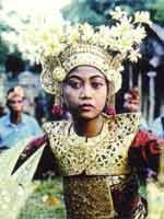 Свастика в Индонезии. Праздничный наряд
