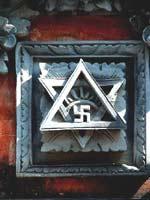 Свастика в Индонезии. Украшение на храме на острове Бали