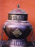 Свастика в Непале. Священный сосуд