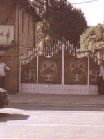 Свастика в Непале. Ворота жилого дома