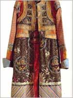 Свастика на национальной монгольской одежде