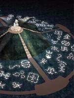 Памятник Чингисхану. Тамги монгольских племён, отчётливо видны свастики