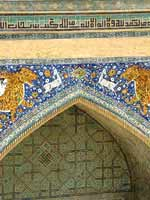 Узбекистан. Самарканд. Свастика на портале медресе Шир-Дор