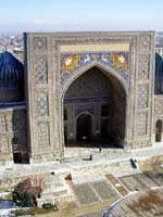 Узбекистан. Самарканд. Свастика на медресе Улугбека