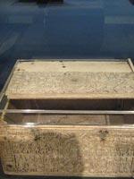 Шкатулка из Британского музея со славянскими рунами, передняя панель