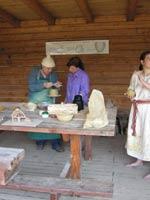 Музей Украненланд (Ukranenland) в Германии. Гончар обучает ремеслу