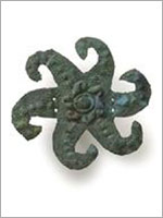 Древние солярные символы индейской культуры Чиму, Перу. Штамп для текстильного орнамента. Сплав серебра и меди