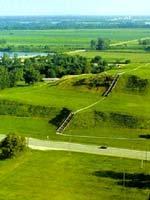 Курган Монаха (Monk's Mound) из города Кахокия, Иллинойс