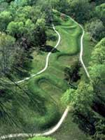 Змеиный курган (The Great Serpent Mound) на юге штата Огайо