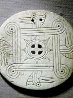 Индейская подвеска из раковины со свастикой
