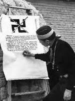 Индейцы подписывают документ об отказе от использования свастики в 1940 г.