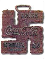 Свастика на брелке компании Кока-кола
